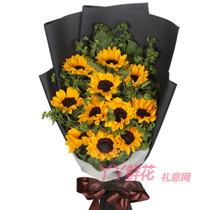 60歲長輩生日送11支向日葵搭配綠葉黑色包裝