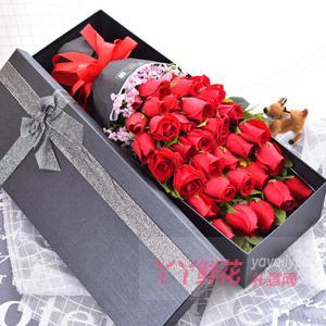 33朵红玫瑰搭配相思梅礼盒