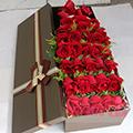 33朵红玫瑰间插黄莺咖色礼盒