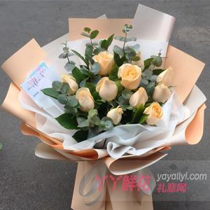 11朵香槟玫瑰搭配尤加利...