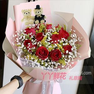 三八能送11朵红玫瑰2只小熊搭配黄莺满天星