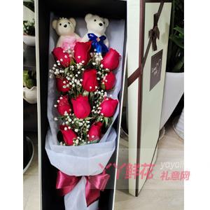 11朵红色玫瑰2只小熊搭...